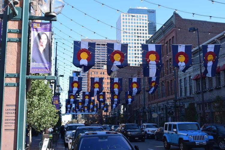 Quảng trường Larimer có rất nhiều thứ như thực phẩm, đồ uống, khu mua sắm và đừng bỏ lỡ lịch sử của con đường này - nơi thành phố Denver ra đời.
