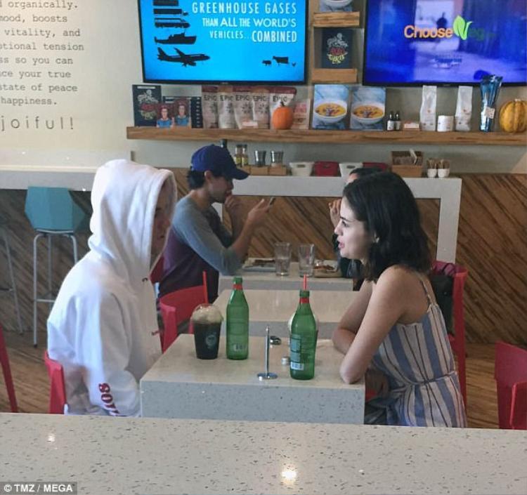Selena Gomez  đã đường ai nấy đi với bạn trai The Weeknd sau 10 tháng hẹn hò