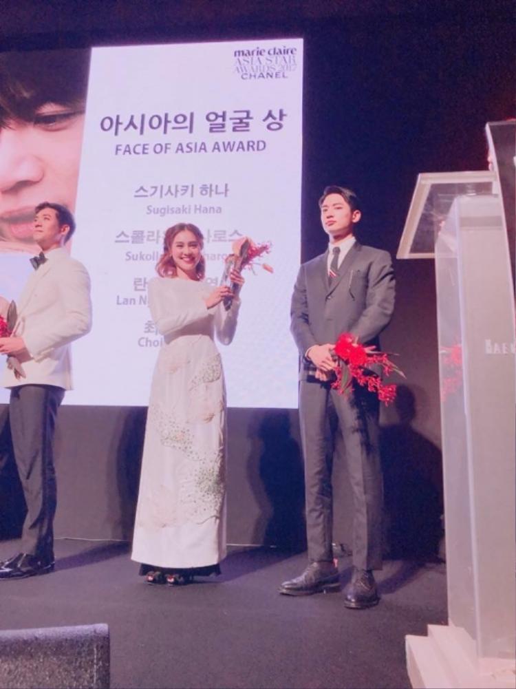 Đặc biệt, Ninh Dương Lan Ngọc bất ngờ được xướng tên với giảiFace of Asia Award (giải thưởng Gương mặt châu Á).