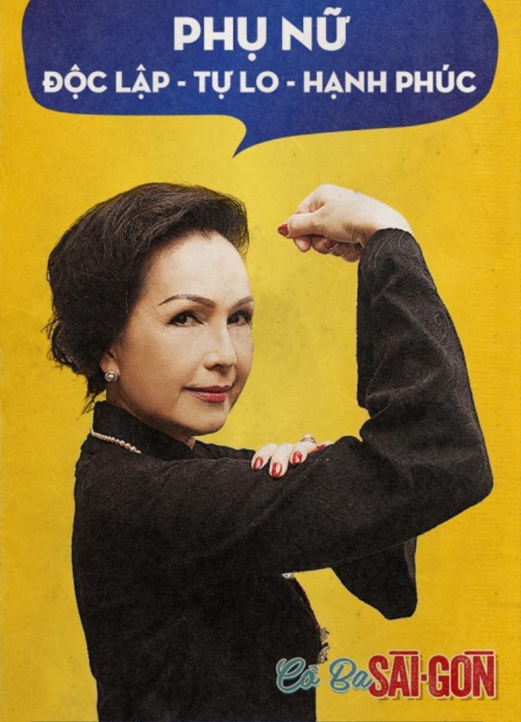 """""""Cô Ba Sài Gòn""""công bố bộ poster độc đáo, đầy mới mẻ, lấy ý tưởng từ bức họa nghệ thuật We Can Do It! (Rosie the Riveter) được thực hiện bởi họa sĩ J. Howard Miller vào năm 1942. Trong poster phim,các cô gái ở nhiều thế hệ trong trang phục áo dài Việt nâng tay khỏe khoắn, cùng dòng chữ""""Phụ nữ/ Độc lập - Tự do - Hạnh phúc""""."""