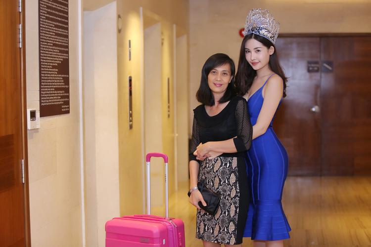 Tân Hoa hậu Đại dương Việt Nam 2017 - Lê Âu Ngân Anh và mẹ