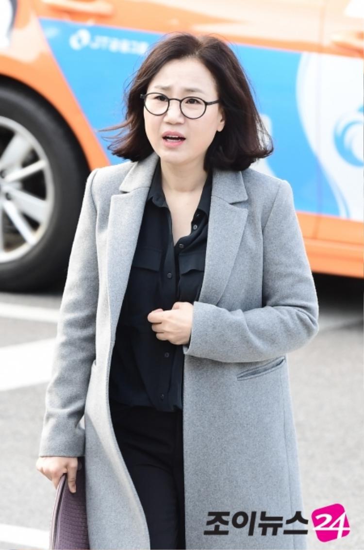 Biên kịch Hậu duệ mặt trời Kim Eun Sook.