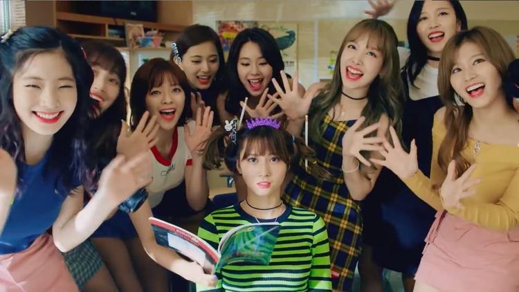 Twice vừa chính thức trở lại với album kỷ niệm 2 năm ra mắt.