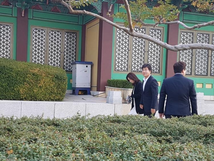 Nữ diễn viên Jeon In Hwa và chồng Yoo Dong Geun.
