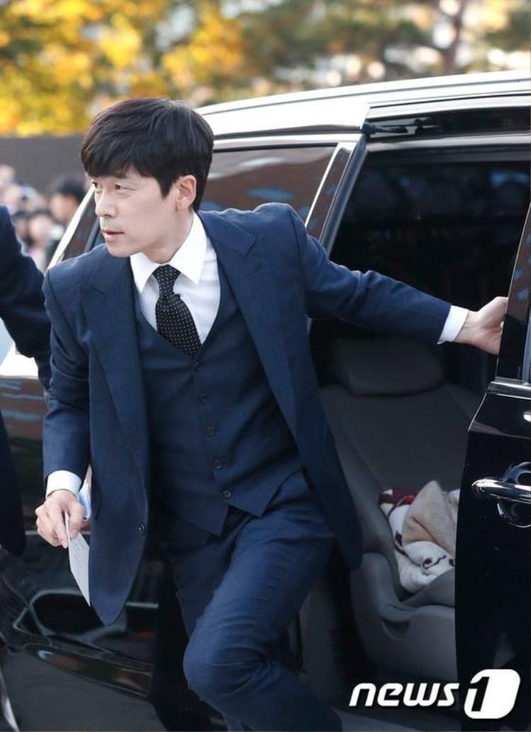 Diễn viên Lee Seung Joon của Hậu duệ mặt trời.