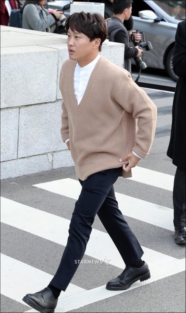 Người anh thân thiết trong nhóm bạn thân của Song Joong Ki - diễn viên Cha Tae Hyun.