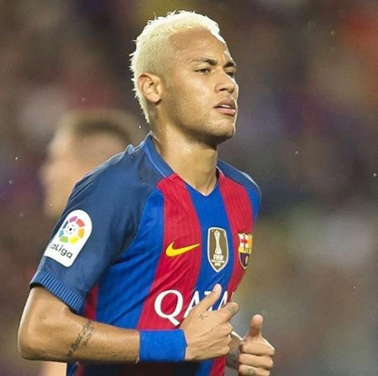 Một kiểu đầu phá cách của Neymar khi còn khoác áo Barca