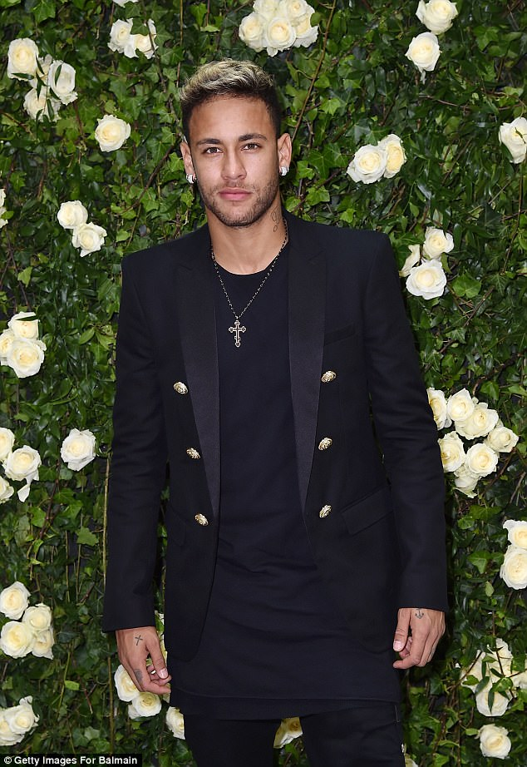 Neymar ngày càng ăn mặc lịch lãm hơn kể từ khi đến PSG