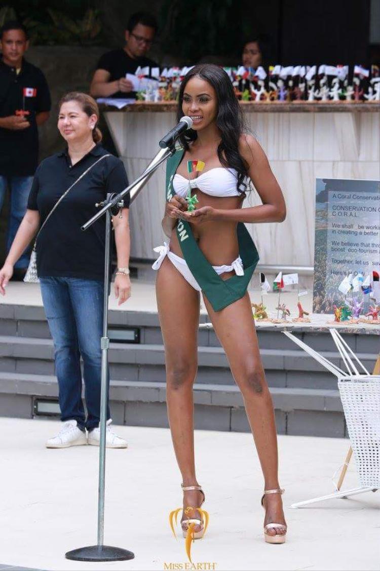 Đối thủ của Hà Thu ở Miss Earth 2017 diện bikini lộ hình thể ngấn mỡ