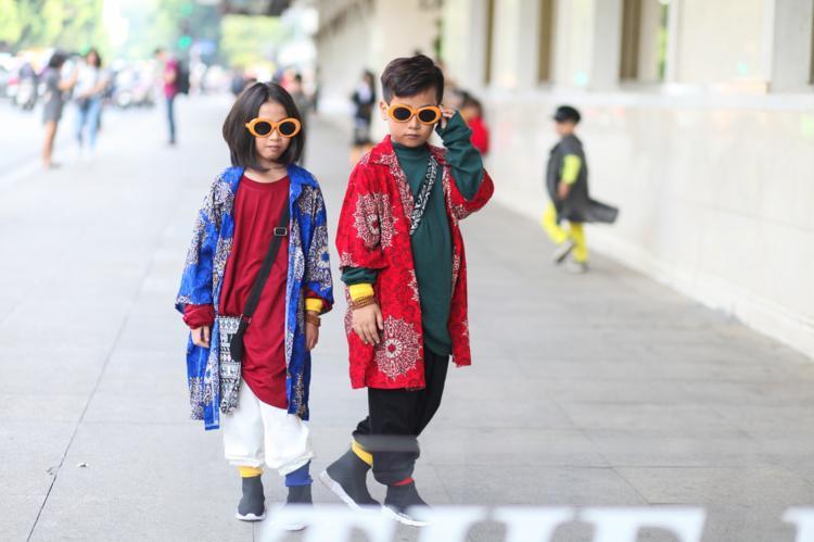 Đôi bạn thân gây chú ý khi diện trang phục đường phố Nhật Bản Harajuku cực chất.