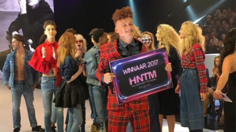 Anh chàng 19 tuổi Montell giành giải Quán quân Next Top Model Hà Lan mùa 10.