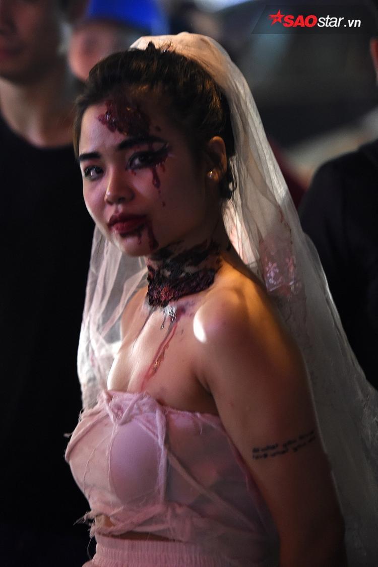 Cô dâu cũng phải bị thương tứ phía như thế này mới ấn tượng này!