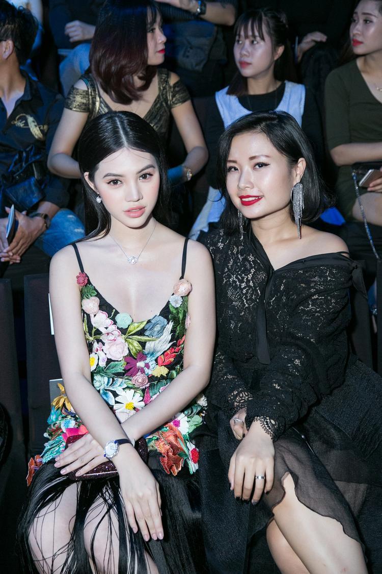 """Đây là lần xuất hiện hiếm hoi của Jolie Nguyễn sau lần """"công phá"""" tuần lễ thời trang Seoul cách đây không lâu. Vốn nổi tiếng với gu thời trang đẳng cấp, người đẹp luôn đầu tư trang phục chỉn chu cho mỗi lần xuất hiện trên thảm đỏ."""