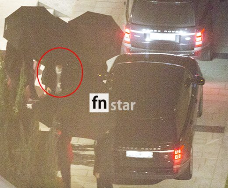 Chú rể Song Joong Ki không lộ mặt.