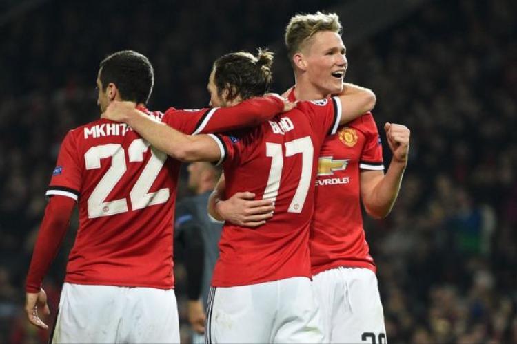 Vận may đang mang lại chiến thắng cho Man Utd.