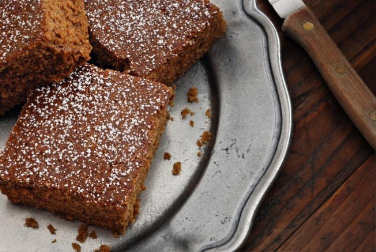 Piernik, Ba Lan: Món bánh ngọt được làm từ nhiều gia vị và mật ong.