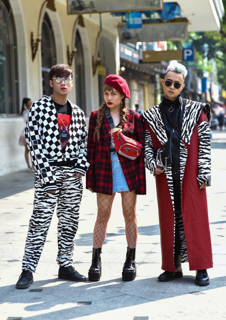 """Stylist Hữu Anh Zoner cùng rất nhiều tên tuổi hotgirl đình đám trong làng thời trang trong nước tiếp tục """"quậy tung"""", khoe thời trang đường phố cực ngầu của mình."""