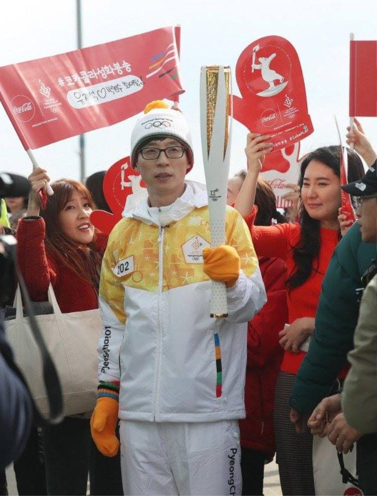 MC Yoo Jae Suk vinh dự được trở thành những người rước đuốc đầu tiên .
