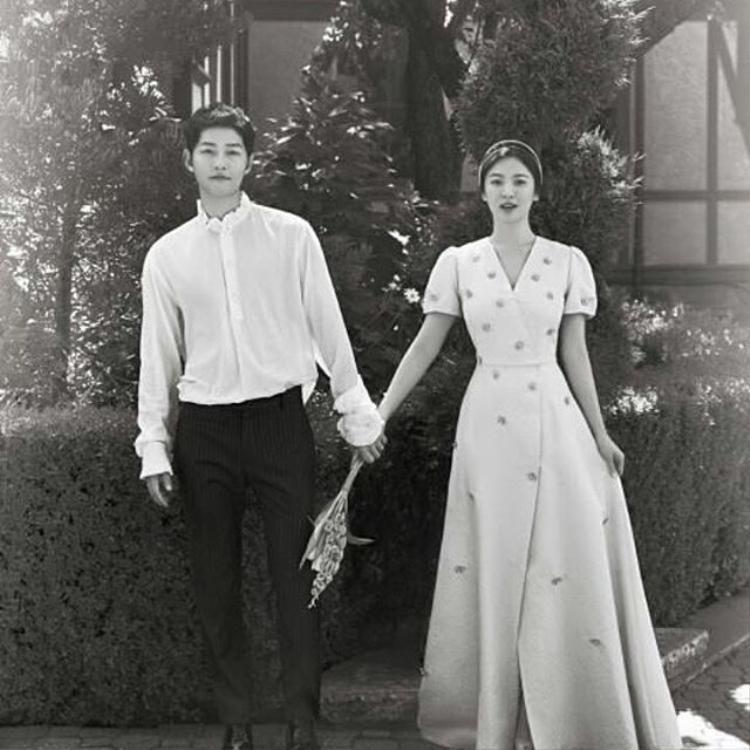 Trước đó, cặp đôi này cũng từ chối mọi tài trợ vì muốn tự tay tổ chức hôn lễ.