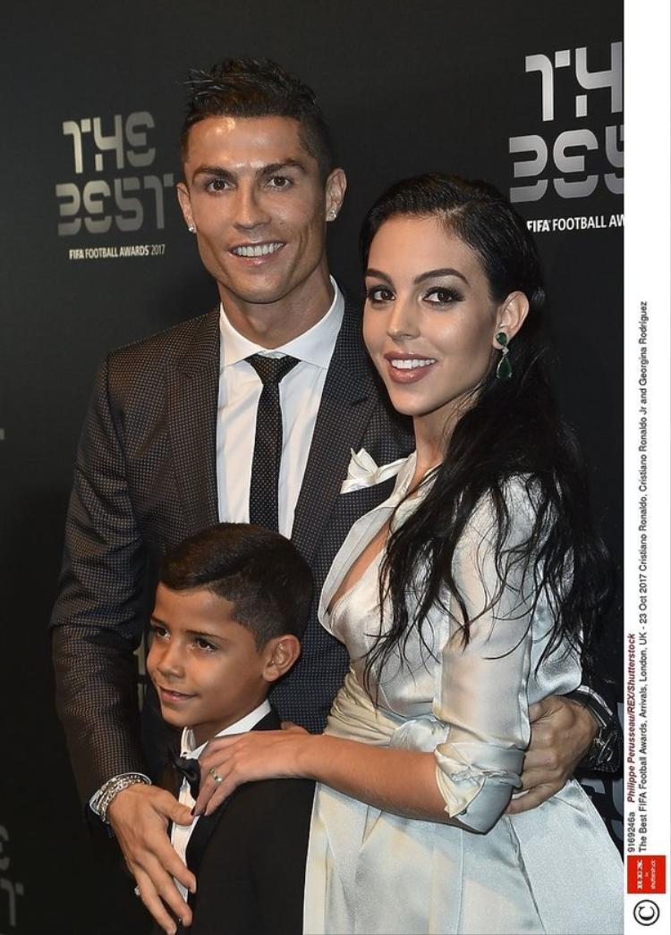Ronaldo mới dẫn bạn gái bụng mang dạ chửa Georgina Rodriguez đến dự Gala trao giải The Best FIFA Football Awards 2017