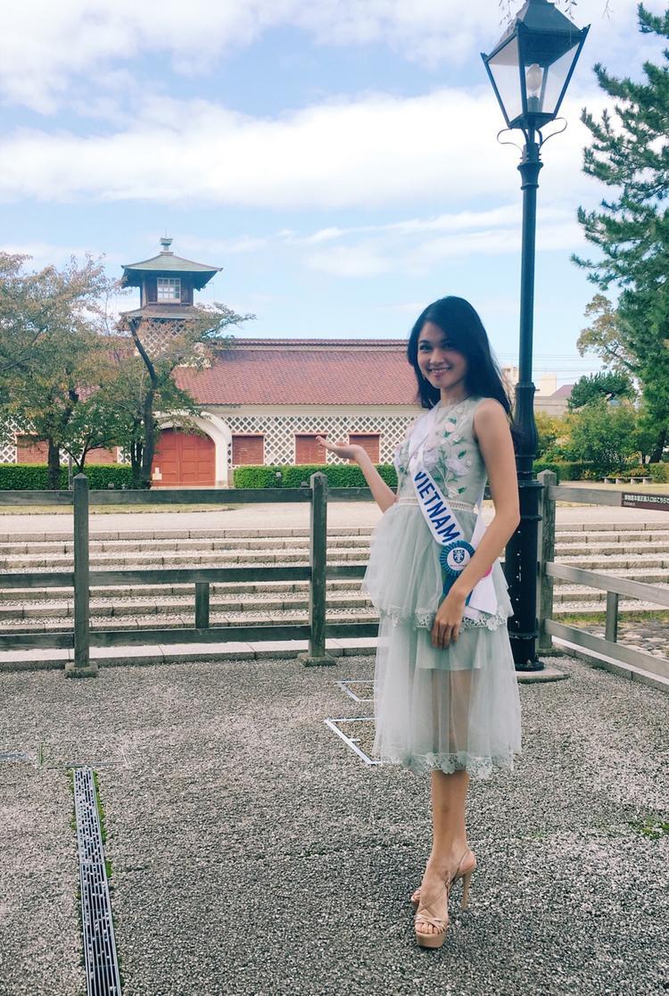 Á hậu Thùy Dung được BTCsắp xếp đưa đi thăm quan nhiều danh lam thắng cảnh, công trình và sự kiện giao lưu văn hoá tại Nhật Bản.