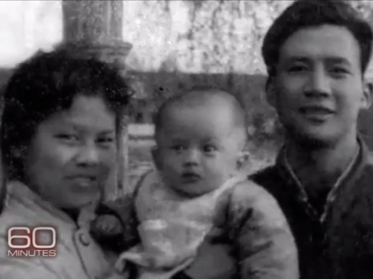 Jack Ma (Tên khai sinh là Mã Vân) sinh ngày 15/10/1964 tại Hàng Châu, một tỉnh phía đông nam Trung Quốc. Jack Ma lớn lên trong một gia đình nghèo có 5 người gồm bố, mẹ, anh trai cùng cô em gái út. Ba anh em Jack Ma lớn lên dưới thời Trung Quốc bị phương Tây cô lập.