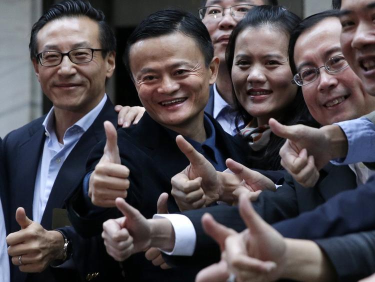 """Năm 2013, Jack Ma từ chức Giám đốc điều hành nhưng vẫn giữ chức vụ Chủ tịch điều hành của Alibaba. Trong một bài phỏng vấn với CNBC, ông nói: """"Những gì chúng tôi nhận được không phải là tiền bạc, mà là sự tin tưởng của người dân."""" IPO lên đến 150 tỷ USD là một cú bứt phá ngoạn mục cho một công ty niêm yết tại Mỹ trong lịch sử của Sở giao dịch Chứng khoán New York. Nó cũng đưa Jack Ma trở thành người giàu nhất Trung Quốc với khối tài sản ước tính lên tới 25 tỷ USD."""