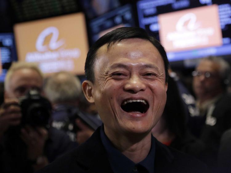 """Cái tên """"Alibaba"""" ra đời tại một quán cà phê tại San Francisco, Mỹ. Trong truyện """"Alibaba và 40 tên cướp"""", câu thần chú bí mật chính là chìa khóa mở cửa kho báu. Và công ty của Jack Ma, ở một khía cạnh nào đó, cũng mở ra nhiều tiềm năng và cơ hội cho các doanh nghiệp nhỏ và vừa trên toàn cầu."""