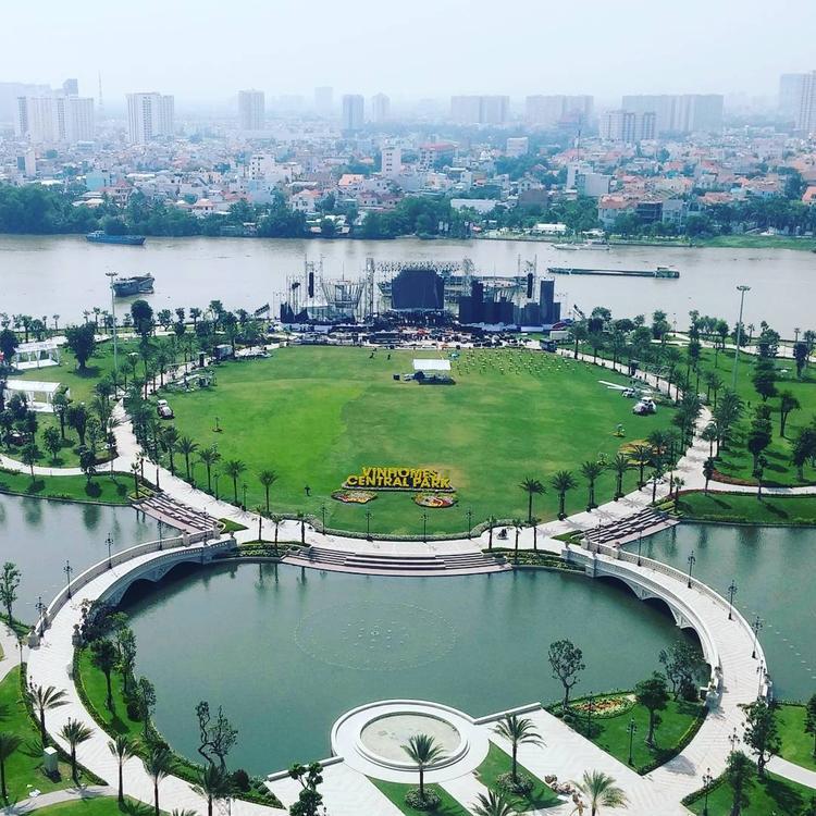 Giới trẻ Sài Gòn ùn ùn chụp ảnh sống ảo ở công viên 500 tỷ như châu Âu