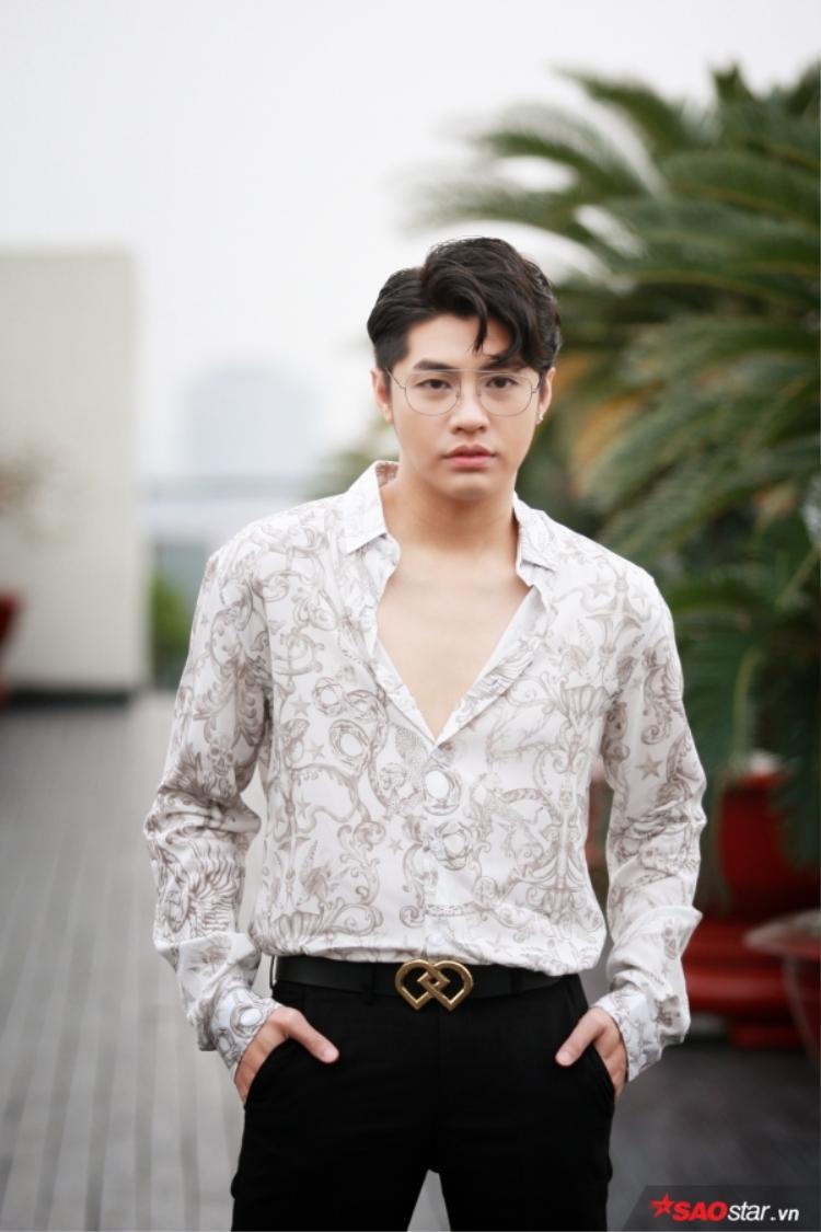 Noo Phước Thịnh xuất hiện cực điển trai, bảnh bao tại sự kiện.