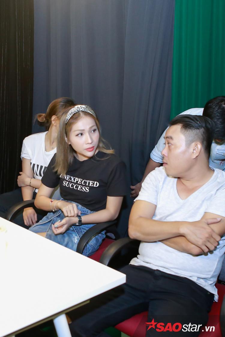 Cô trao đổi thêm về diễn xuất của thí sinh.