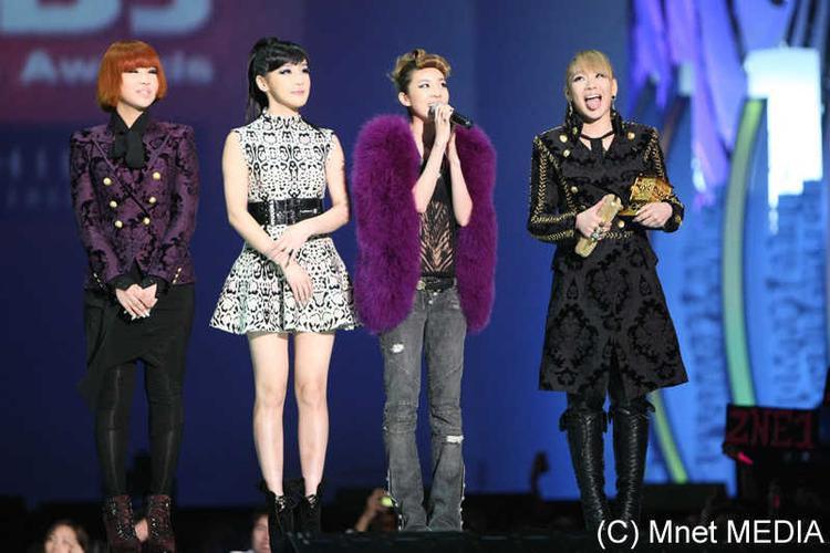 2NE1 từng làm nên lịch sử với 4 lần nhận giải tại MAMA 2009.