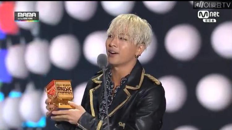 Taeyang thành công với 3 giải thưởng tại MAMA 2014.