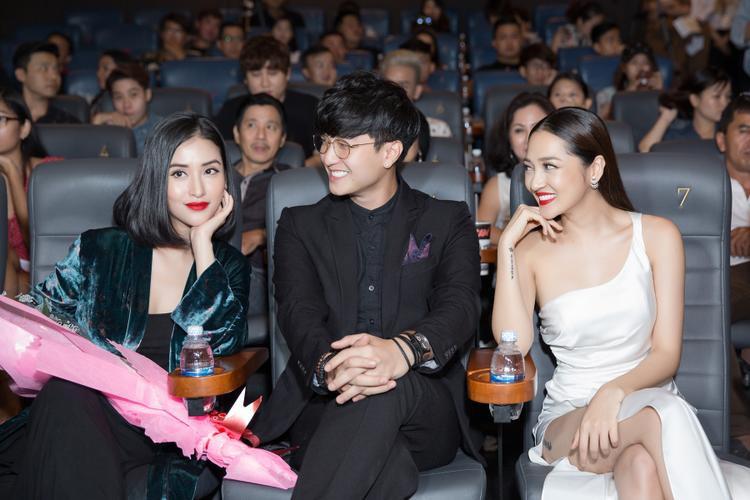 Huỳnh Anh và Mai Hồ đến chung vui cùng Bảo Anh trong họp báo.