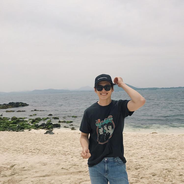 Ông bố quốc dân Hàn Quốc đẹp trai như thần tượng khiến fan nữ tiếc hùi hụi