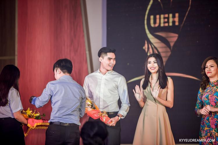 Tạ Quang Hùng và Chế Nguyễn Quỳnh Châu trong vai trò Ban giám khảo.