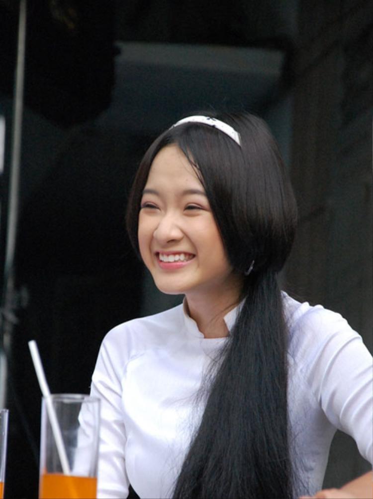 Theo đổi lối diễn xuất hồn nhiên, nhí nhảnh cực tự nhiên, Angela Phương Trinh một lần nữa thành công với bộ phim Thứ ba học trò.