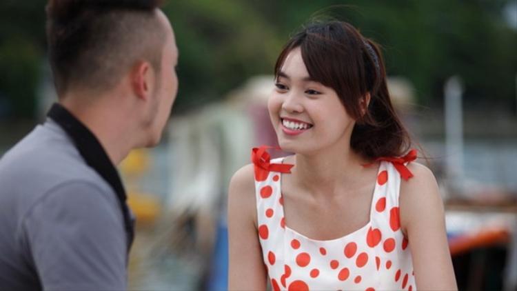 Hóa thân thành nhân vật Lụa trong phim truyền hình Vừa đi vừa khóc (2014), Ninh Dương Minh Ngọc một lần nữa cho thấy khả năng biến hóa linh hoạt của bản thân với vai diễn giàu cảm xúc.
