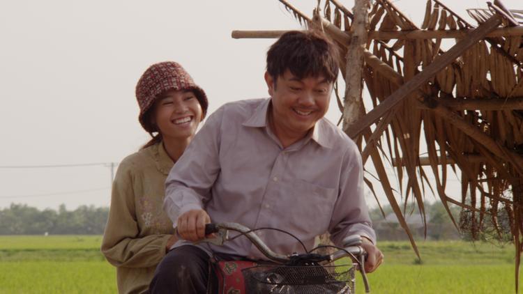 Vai nữ chính Thơm trong phim điện ảnh Trúng số (2015) lần thứ 2 giúp Lan Ngọc vinh danh tại lễ trao giải Cánh diều vàng với danh hiệuNữ diễn viên chính xuất sắc nhất.Không chỉ sở hữu nhan sắc hơn người, nàng ngọc nữ của màn ảnh Việt còn ngày càng khẳng định bản thân trong nghiệp diễn.