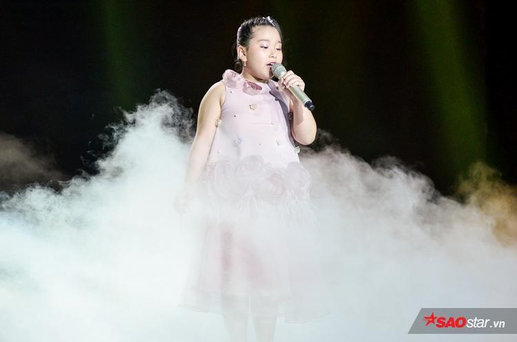 Minishow Em gái mưa tháng Tư của team Hương Tràm khiến Soobin Hoàng Sơn nổi da gà