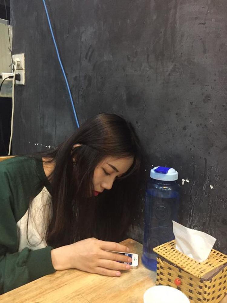 Nickname Nhi Mũn khoe ảnh chụp trộm góc nghiêng của cô bạn thân.