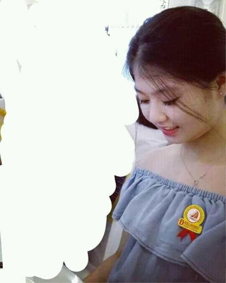 Nickname Phương Thúy chia sẻ ảnh của cô bạn thân. Dù có gương mặt khá tròn trịa, nhưng vẻ ngoài của cô gái này vẫn rất thu hút.