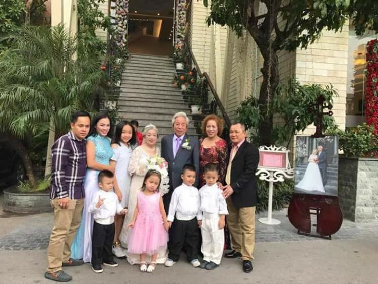 Hình ảnh trong đám cưới được cư dân mạng chia sẻ thêm.