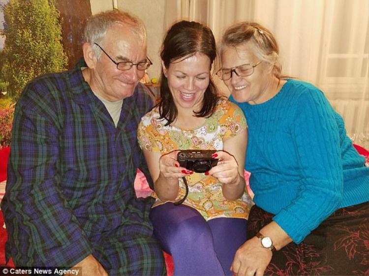 Ông bà Vera và Nikolay Lashtur cùng con gái thật của họ, Valentina Suman.