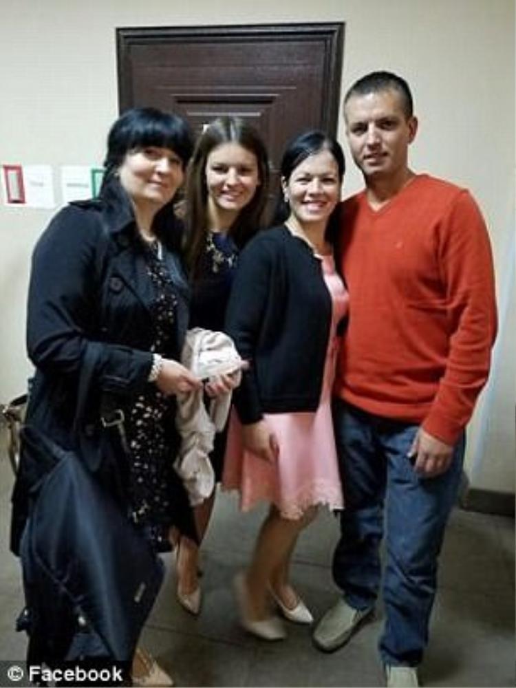 Nhận được sự giúp đỡ của một chương trình tìm lại người thân trên truyền hình Nga, vị trí thật sự của hai cô gái đã được xác nhận.