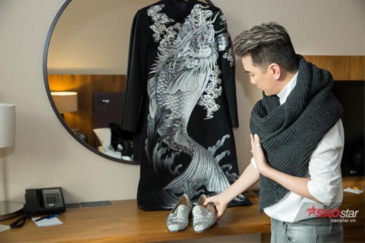 """Việc """"Ông hoàng nhạc Việt""""tới London để chuẩn bị cho giải thưởng này càng khiến người hâm mộ tự tin nhiều hơn vào chiến thắng lần này."""
