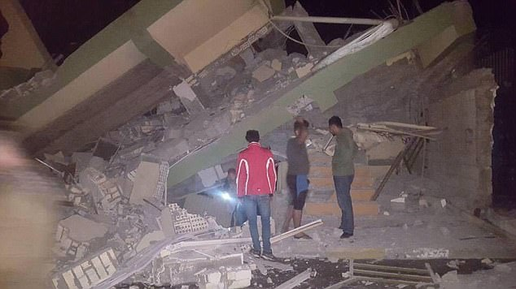 Hiện trường động đất mạnh ở biên giới Iran  Iraq: Đống đổ nát khắp nơi, người dân ồ ạt tháo chạy