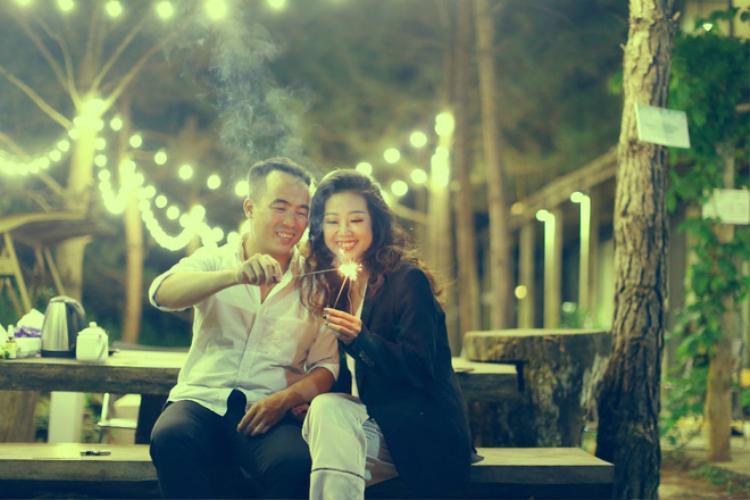 Việc chụp ảnh cưới đã không còn trở nên nặng nề, thay vào đó, gia đình 2 bên đã có nhiều phút giây hạnh phúc bên nhau.