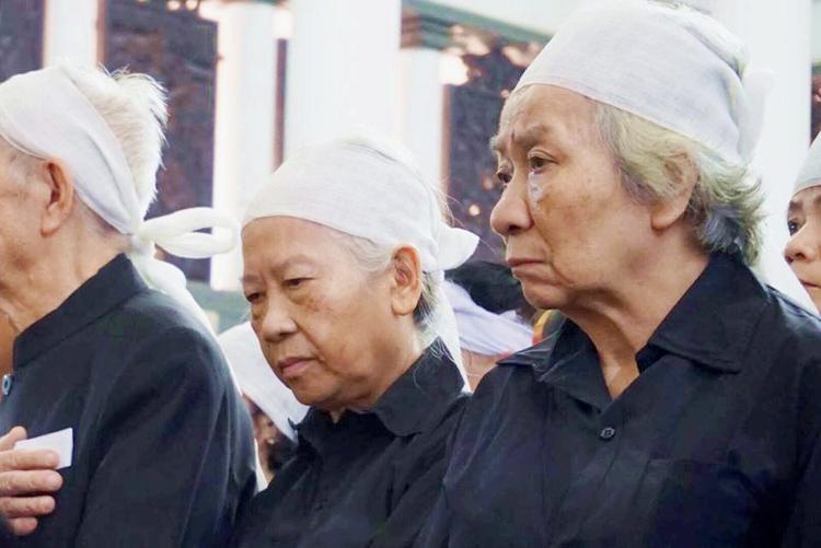 Những gương mặt trầm buồn vì tiếc thương cụ Minh Hồ.