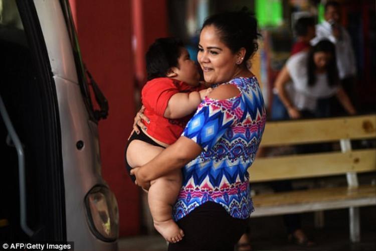 Ban đầu, Isabel nghĩ rằng do 'tốt sữa' nên em bé mới tăng cân nhanh.